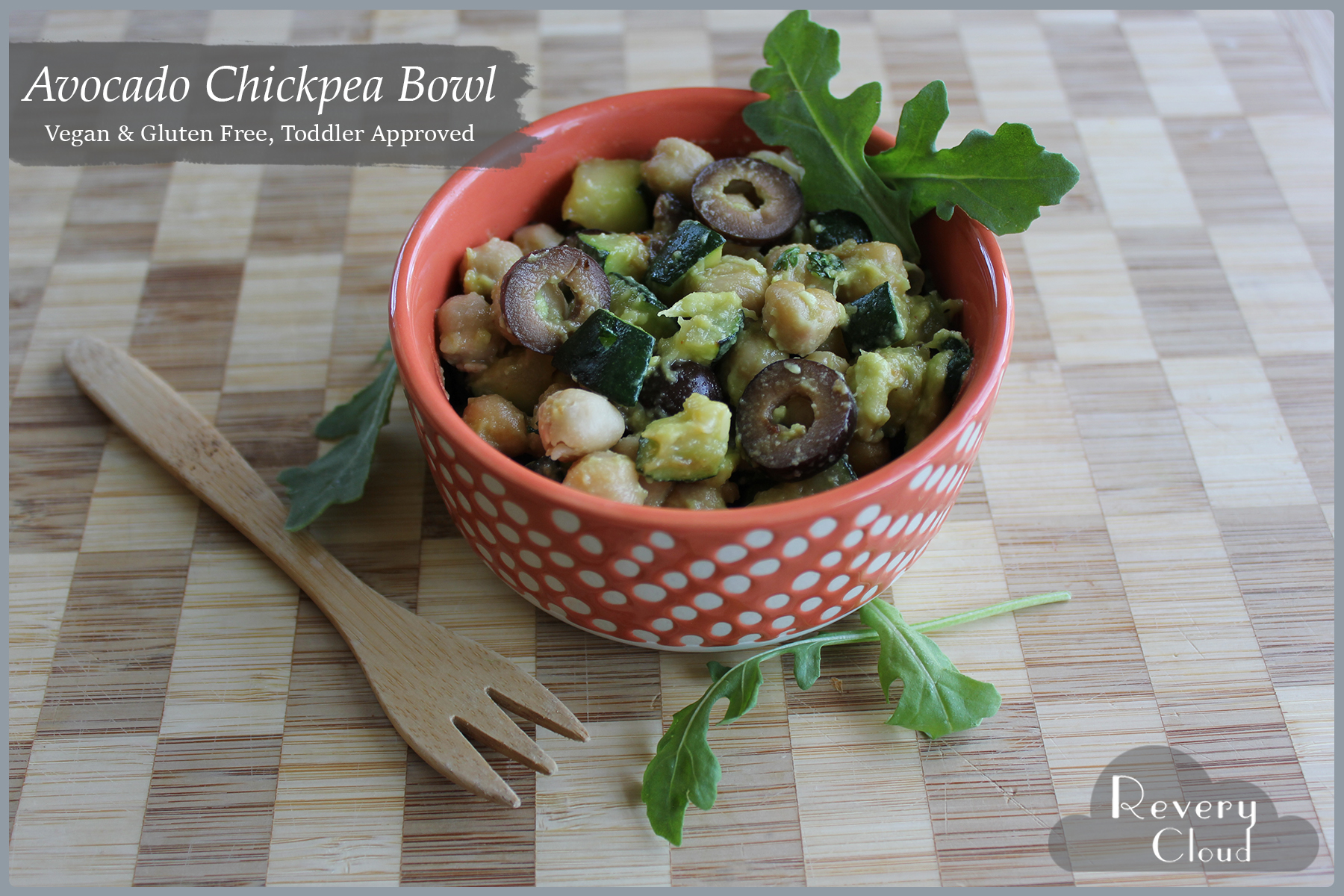A creamy avocado chickpea bowl with black olives, zucchini and arugula! || Toddler Approved || via www.reverycloud.com